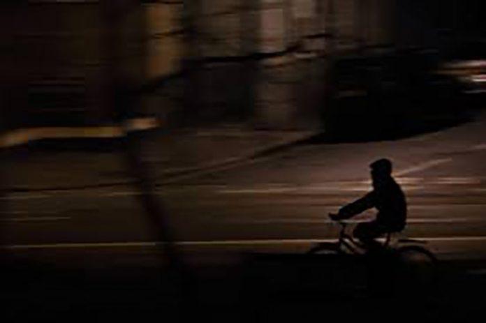 ladron-encapuchado-capucha-bicicleta-electrica-policia-maspalomas-ebike.jpg