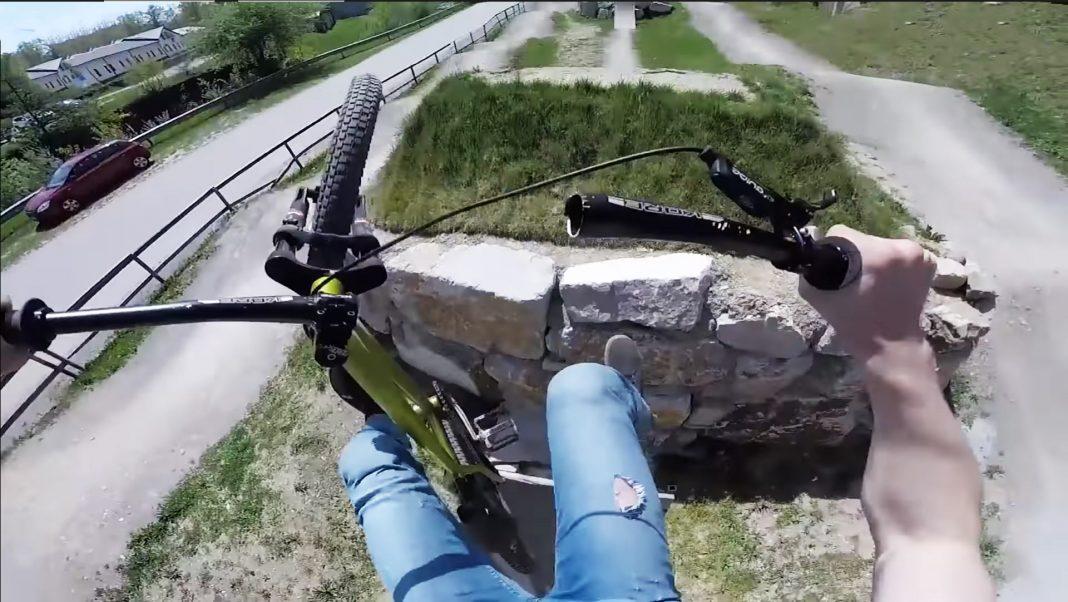 se-parte-el-manillar-de-su-bicicleta-en-pleno-salto-video