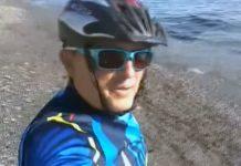 Vídeo-Un-ciclista-denuncia-un-vertido-de-chapapote-en-la-Playa-de-Benítez