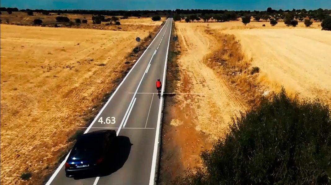 los conductores deben dejar 1,5 m de distancia al adelantar un ciclista