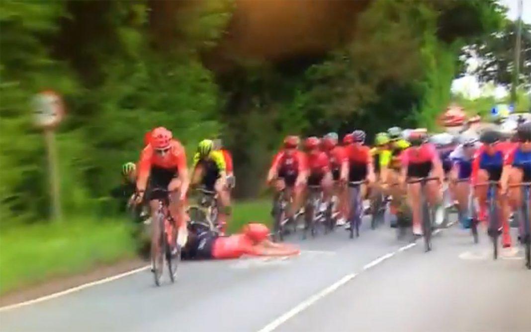 caida-ciclismo-femenino-ovo-womens-tour-peloton-video-crash-cyclist