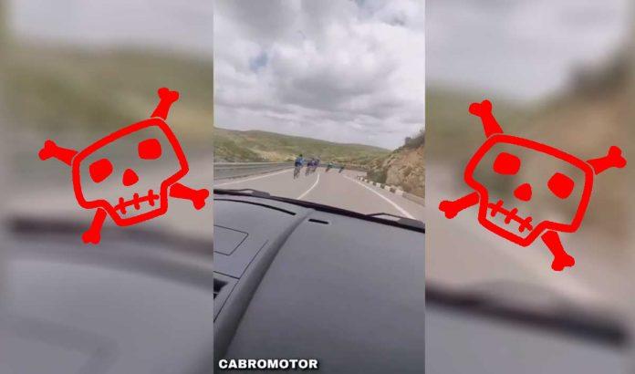 ciclistas-invadiendo-carril-contrario-carretera-bicicleta