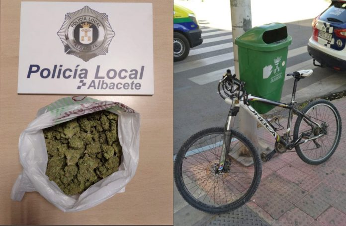 detienen-hombre-ciclista-en-bicicleta-albacete-acera-bolsa-marihuana-cannabis-cocacina-dgt-policia