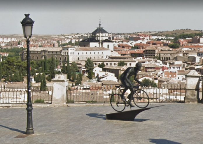 Aparece-destrozada-la-estatua-homenaje-de-Bahamontes-en-Toledo