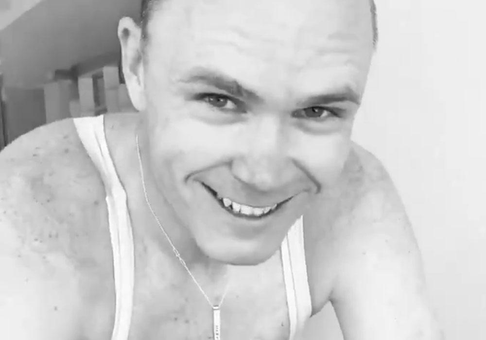 Vídeo-Chris-Froome-vuelve-a-subirse-a-la-bicicleta-tras-su-grave-lesión-en-una-caída