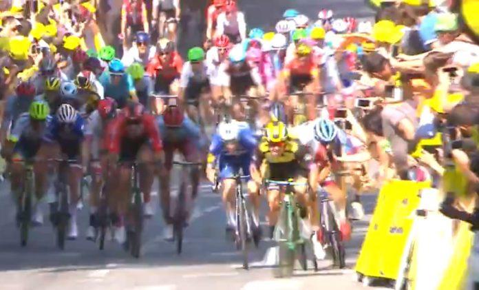aficionado-golpea-telefono-movil-casco-ciclista-tour-de-francia-2019-video