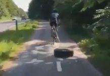 video-ciclista-arrastra-rueda-de-coche-por-la-carretera-carril-bici-ir-tras-rueda-entrenamiento-fuerza