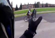 video-motorista-echa-de-la-carretera-a-ciclista-que-circulaba-correctamente-peligrosa-calgary-canada