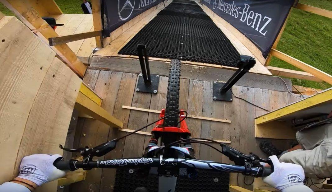 video-onboard-Vali-Höll-les-gets-2019-primera-chica-femina-mas-rapida-copa-mundo-dh-descenso-downhill