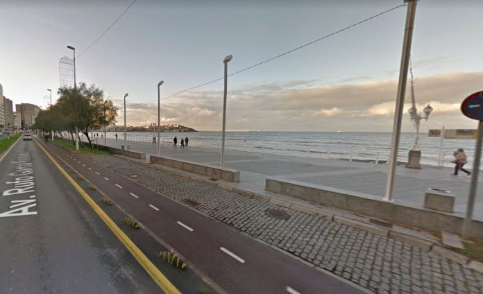 Ciclista-grave-al-chocar-con-un-patinete-electrico-en-un-carril-bici-de-Gijón