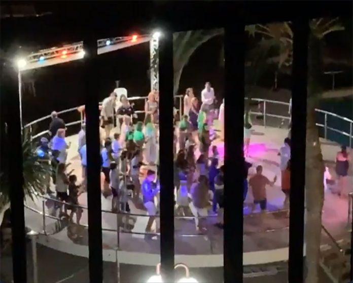 Vídeo: Ciclistas de La Vuelta sin dormir por los escándalos en los hoteles
