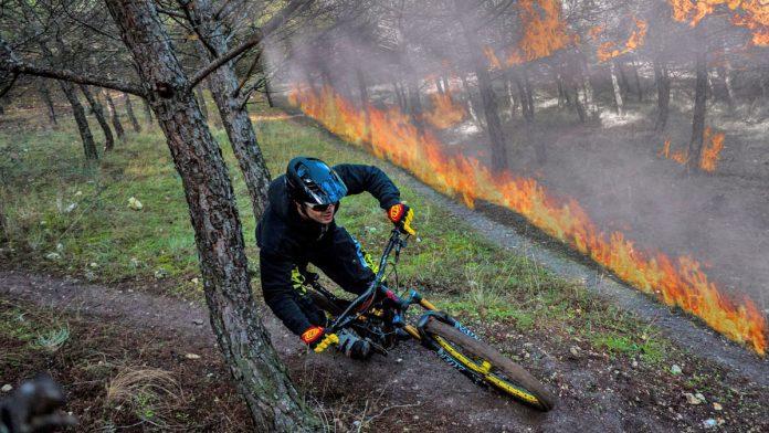 Vídeo-Las-bicicletas-de-montaña-podrían-evitar-los-incendios-telediario-tve-bicis-que-echan-chispas-fuego