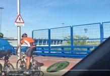 Vídeo-Periodista-de-Antena3-Motor-grabando-con-el-móvil-a-ciclistas-mientras-conduce-borja