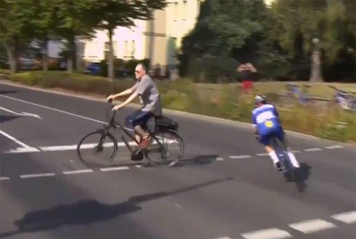Vídeo: Remco Evenepoel a punto de atropellar a otro ciclista que cruzaba un paso de peatones