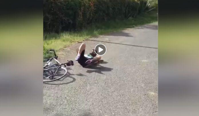 como no hacer un caballito con la bicicleta de carretera