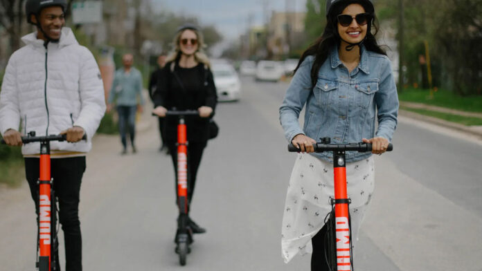 Comienzan-las-prohibiciones-a-los-patinetes-eléctricos-limitando-su-uso-a-los-carriles-bici-jump-madrid