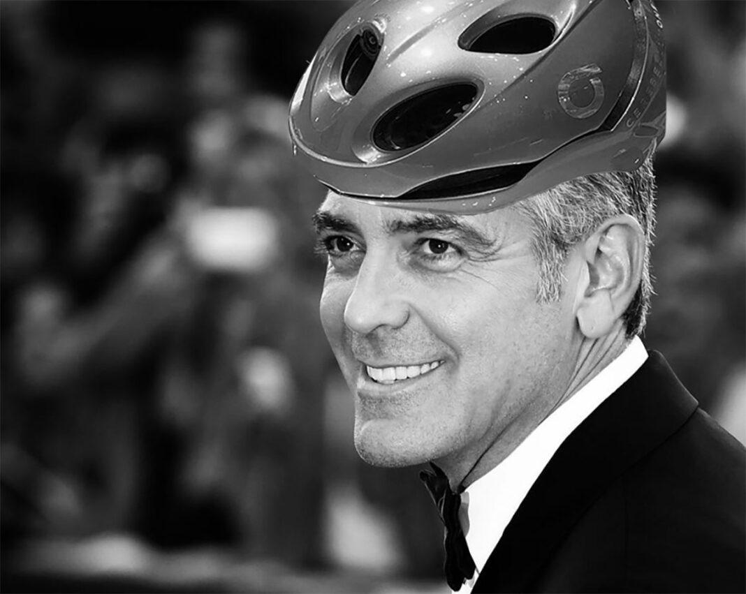 George Clooney en Madrid con la bicicleta de cápsulas recicladas de Nespresso