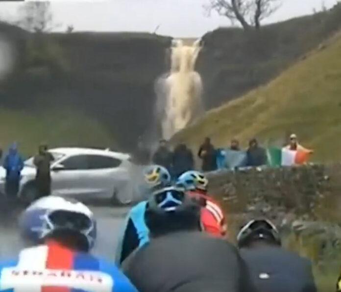 Vídeo-Impresionante-diluvio-en-el-Mundial-de-Ciclismo-Élite-Masculino-en-Yorkshire