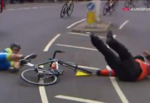la ciclista eslovena Metka Mikuz choca contra un policia