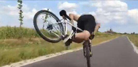 Algo salió mal en el nuevo reto viral de abrir una cerveza con la rueda de la bicicleta