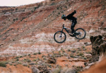 Bicicletas-eléctricas-en-el-Red-Bull-Rampage-Sí-es-posible-con-la-Ebike-YT-Decoy-ethan-nell-young-talent-freeride-video