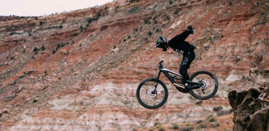 Bicicletas-eléctricas-en-el-Red-Bull-Rampage-Sí-es-posible-con-la-Ebike-YT-Decoy-ethan-nell-young-talent-freeride-video