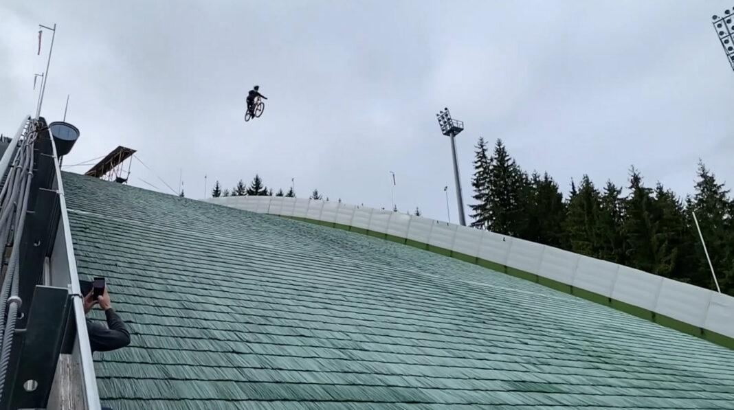 Vídeo-Espeluznante-caída-en-bicicleta-a-90-km-h-en-un-salto-de-esquí-por-el-record-Guinness-Johannes-Fischbach-mountain-bike_2