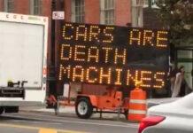 """Vídeo: """"Los coches son máquinas de matar"""". Hackean una panel de tráfico informativo"""