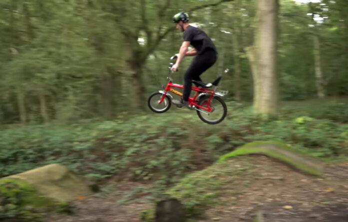Vídeo-Mountain-Bike-extremo-en-una-bicicleta-Chopper-diseñada-hace-50-años