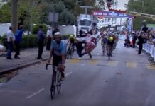 Vídeo Provoca una caída corriendo a pie en esprín del Tour de Croacia CRO Race crash