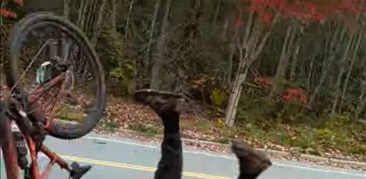 Vídeo: Tremenda caída en bici. Las hojas del otoño las carga el diablo