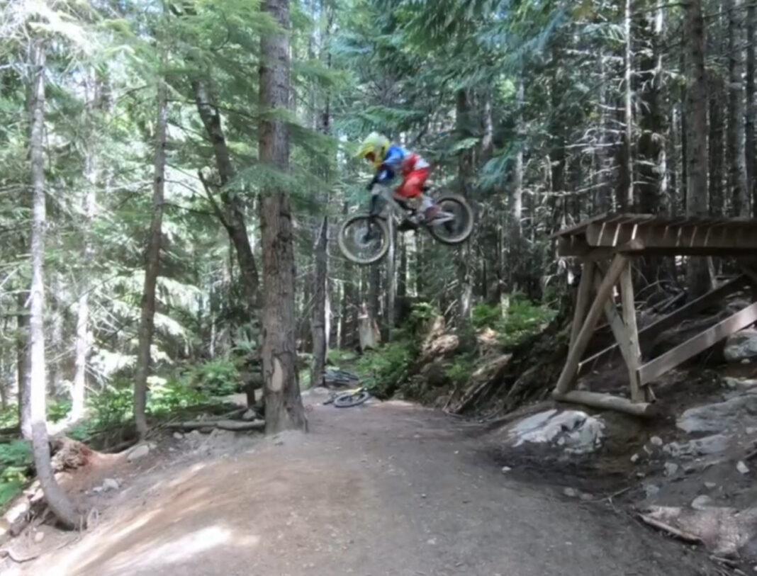 Vídeo: Un niño de 6 años volando con su bicicleta de descenso como un profesional