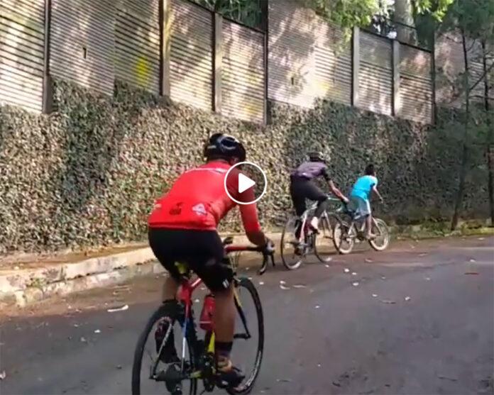 Vídeo-Un-niño-en-chanclas-subiendo-un-puerto-más-rápido-que-los-ciclistas-en-bici