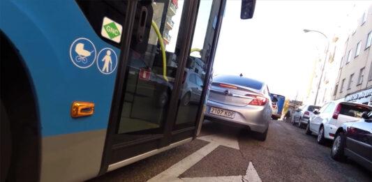 autobus-de-la-emt--adelanta-indebidamente-a-un-ciclista-en-la-ciudad-de-madrid-gopro