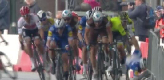caida de Alvaro Hodeg en el Tour de Eurométropole