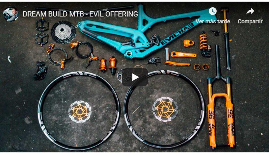 un mecánico monta una bicicleta evil offering