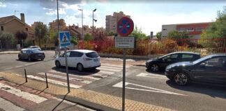 Prohibir-a-los-coches-aparcar-frente-a-los-colegios-a-la-entrada-y-salida-de-los-niños