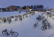 Qué-locura-Al-colegio-en-bicicleta-a-17ºC-nevando-y-lloviendo.-Pobres-niños-coche