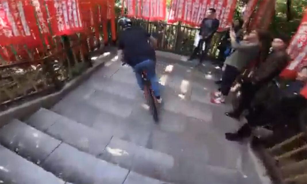 Sam-Pilgrim-la-lía-en-Japón-y-tiene-que-borrar-el-vídeo-de-Youtube-japan-bicicleta
