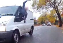 Vídeo-Arrojan-basura-por-la-ventanilla-a-un-ciclista-por-parar-en-un-paso-de-peatones-bicicleta-conductor