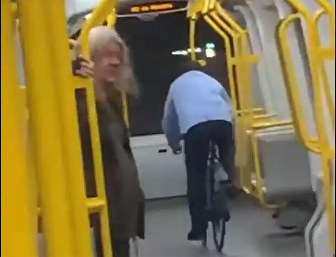 Vídeo-Un-borracho-se-monta-en-una-bici-dentro-del-metro-y-ocurre-esto-dinamarca-caida-crash