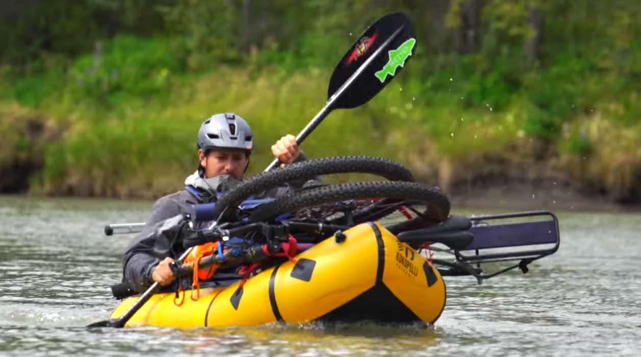 viajar haciendo bike rafting