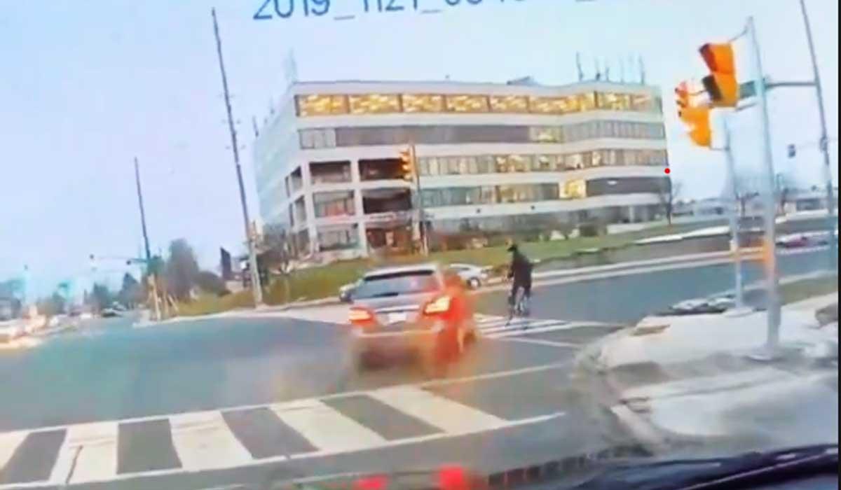 conductora arrolla a ciclista