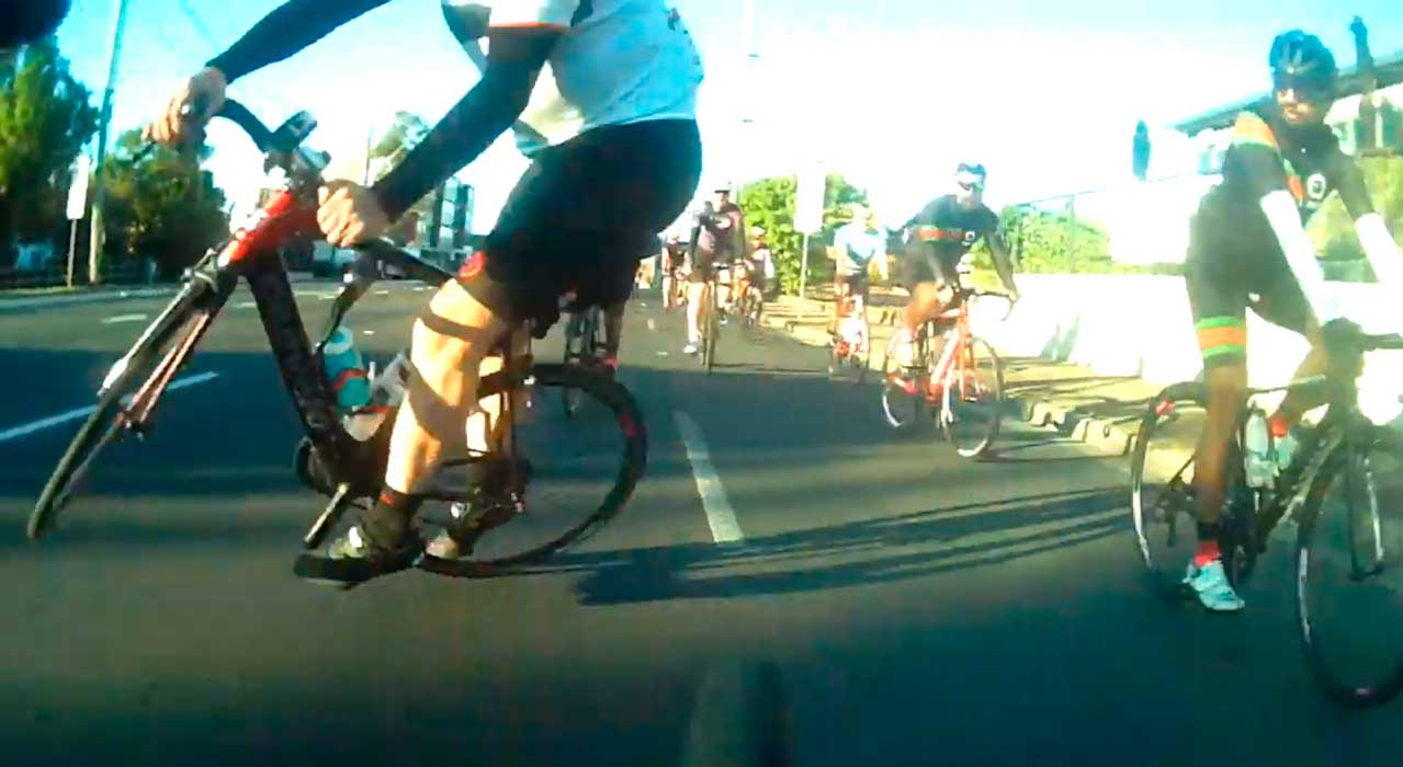 un ciclista hacer el afilador