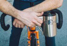 taza con freno de bicicleta