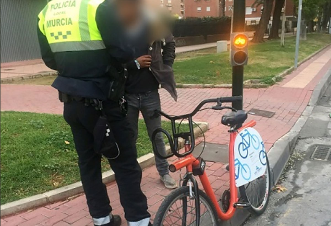 Multan-a-un-ciclista-con-1000€-por-montar-en-bici-borracho-en-Murcia