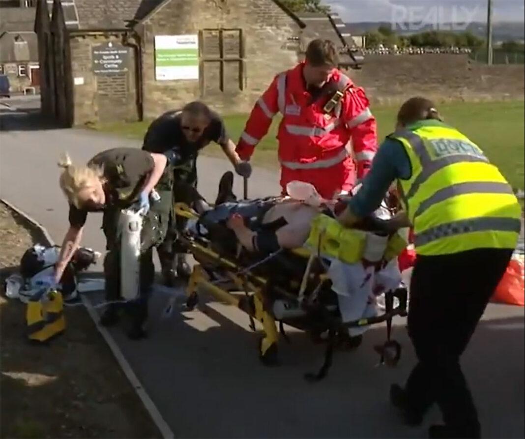 Vídeo: Imágenes duras. Ciclista es evacuado en helicóptero tras golpearse la cabeza con una autobús sin casco