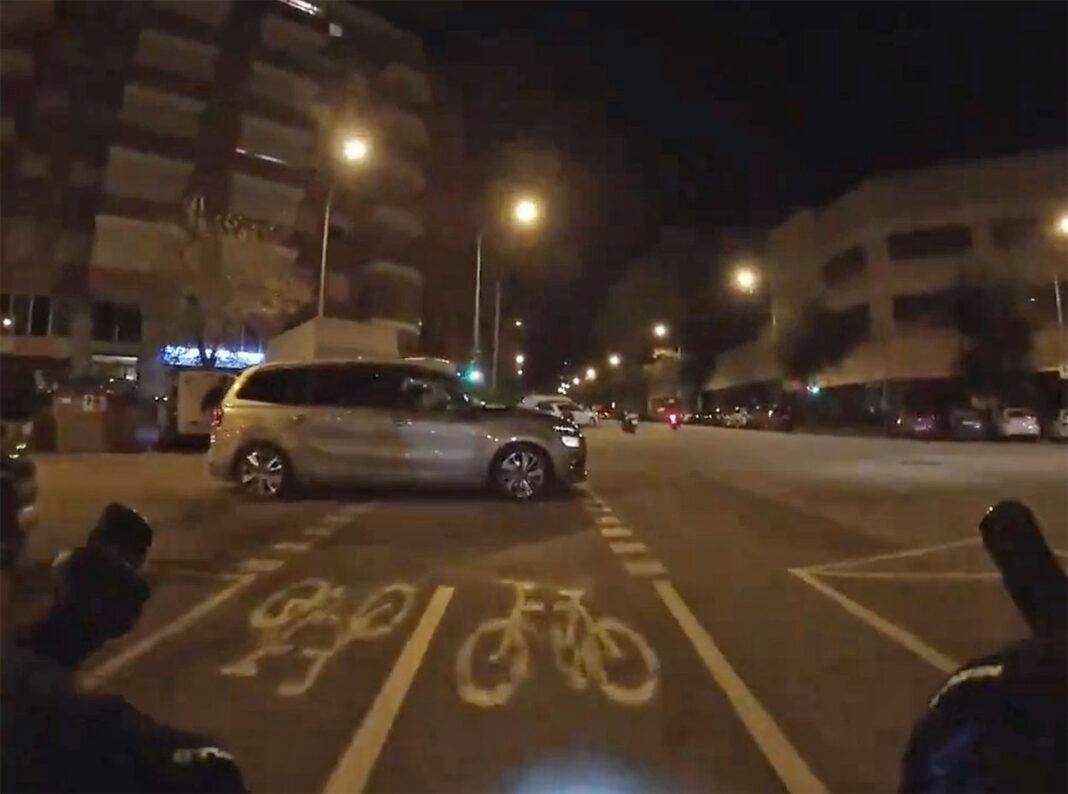 Vídeo-Me-han-dado-por-el-culo-Virgen-Santa-un-conductor-a-un-ciclista-en-el-carril-bici-de-barcelona