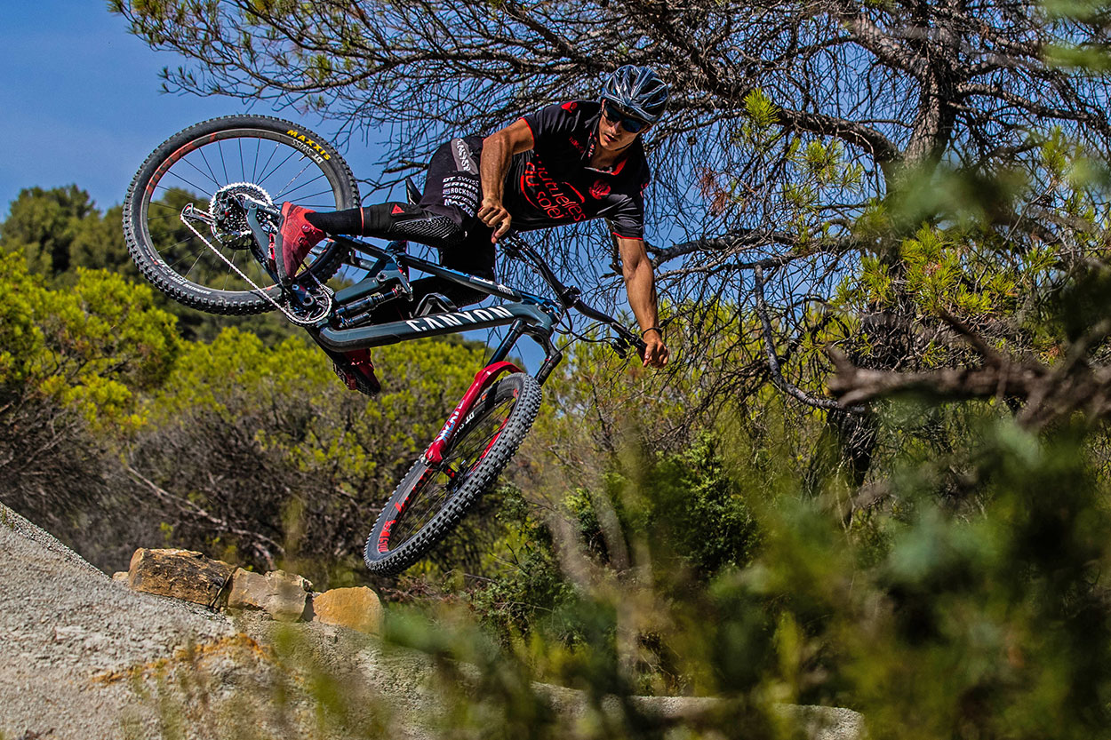 canyon-strive-torque-2020-SHRED-CITY-NICE-fabian-barel-Nicolai-y-Tordo