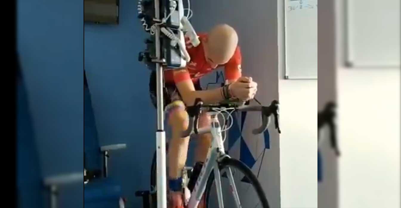 ciclista luchando contra el cáncer